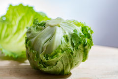 Góry lodowa sałata, zielony warzywo od miejscowego rynku, rolny świeży p Obrazy Royalty Free