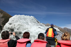 Góry lodowa turystyka - Tasman jezioro Nowa Zelandia Obrazy Royalty Free