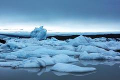 Góry lodowa w Fjallsarlon gleczeru lagunie Obraz Royalty Free