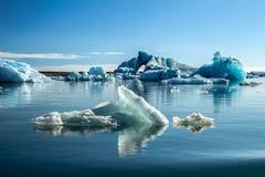 Góry lodowe w lodowiec lagunie fotografia royalty free