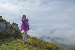 Góry matka z dzieckiem i krajobraz Zdjęcia Stock