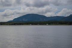 Góry, morze i domy wzdłuż Niewygładzonej linii brzegowej Blisko do Humber ręki południe w wodołazie, Zdjęcie Royalty Free