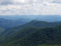 Góry na jasnym dniu zdjęcia stock