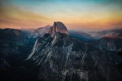 Góry natury zmierzchu niebo zdjęcia stock