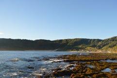 Góry, ocean i chmury, czego dla bardziej pytać możesz ty? Zdjęcie Royalty Free