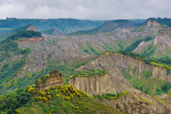 Góry od tuff blisko miasta Civita Di Bangoregio, Viterbo, Ita Fotografia Royalty Free