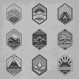 Góry odznaka set1 ilustracja wektor