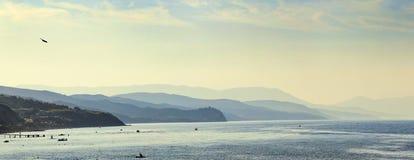 Góry plaża Zdjęcia Royalty Free