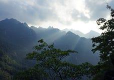 Góry pod światłem słonecznym Obraz Royalty Free