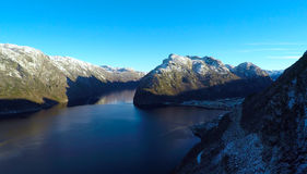 Góry przez fjord Zdjęcia Royalty Free