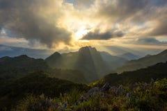 góry przez zachodem słońca Obraz Stock