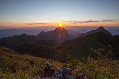góry przez zachodem słońca Obrazy Stock