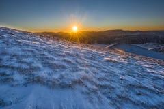 Góry przy zmierzchem, zima z śniegiem, Sibillini góry NP, U obrazy stock