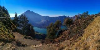 Góry rinjani wycieczka z amaizing widokiem przy krateru także jeziorem przy segara anak i obręczem sembalun i senaru Zdjęcia Royalty Free