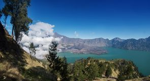Góry rinjani wycieczka z amaizing widokiem przy krateru także jeziorem przy segara anak i obręczem sembalun i senaru Zdjęcie Stock