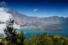 Góry rinjani wycieczka z amaizing widokiem przy krateru także jeziorem przy segara anak i obręczem sembalun i senaru Fotografia Royalty Free