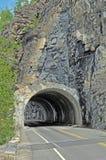 góry skały tunel Zdjęcia Royalty Free