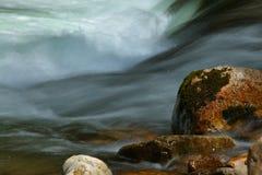 góry skakać strumień Obrazy Royalty Free