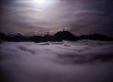 Góry w chmurach i mgle Obrazy Royalty Free