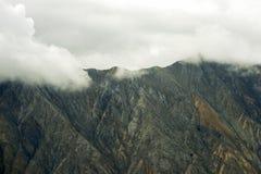 Góry w chmurach przy Kluane parkiem narodowym, Yukon Obrazy Royalty Free