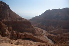 Góry w kamień pustyni nead Nieżywym morzu Obrazy Royalty Free
