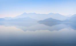 góry waterscape Zdjęcie Stock