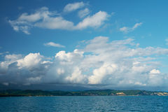 góry zbliżać seashore Zdjęcie Royalty Free