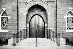 Gótico-estilo Front Entrance de una iglesia Foto de archivo libre de regalías