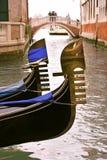 Gôndola no canal em Veneza. imagens de stock royalty free