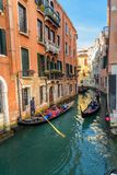 Gôndola no canal Rio di San Moise em Veneza Italy imagens de stock royalty free