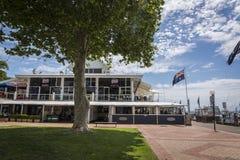 Gödsvins Australien stekhus, Nelson Bay, NSW, Australien royaltyfri fotografi