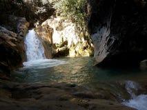 Gömd vattenfall arkivbild