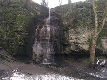 Gömd vattenfallswallet Derbyshire royaltyfria foton