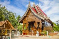 Gömma i handflatan den wood templet för socker - Prajuabkirikhan Thailand Arkivbilder