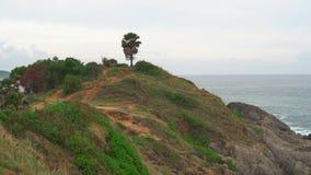 gömma i handflatan havstreen tropisk ö, kustlinje med turkoshavsvatten lager videofilmer