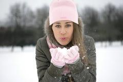 gömma i handflatan snow Arkivfoto