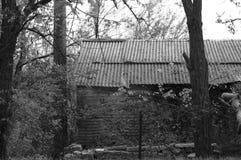 Gömt hus i trät Arkivfoton