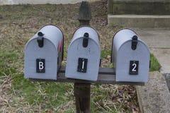 Gömt meddelande i postaskar arkivfoto
