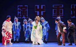 Gör alla den fantastiska aktrins- den historiska stilsången och dansa dramat magisk magi - Gan Po Arkivbild