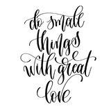 Gör liten saker med stor förälskelse - svartvit handbokstäver Royaltyfria Bilder