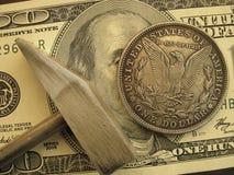 Gör och tjäna den pengar—hammaren för att förfalska eller att bryta Royaltyfria Foton