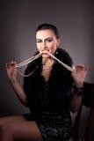 gör pärlor att ta tänder upp tappningkvinna Arkivfoton