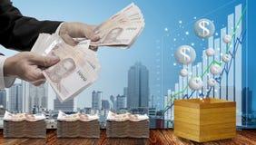 Gör pengar från digitalt valutabegrepp royaltyfri foto