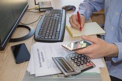 Gör pengar genom att använda mobiltelefonen hur gör pengar till, Royaltyfri Fotografi