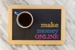 gör pengar online- Arkivfoto