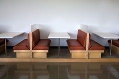 gör ren den moderna kontorssikten för lunchroomen arkivfoto