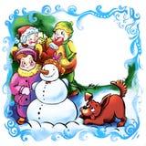 Gör roliga barn för vinter en snögubbe med en hund Hälsningkort för ett nytt år eller jul, ett ställe för en inskrift Royaltyfri Foto