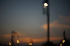 Gör suddig den ljusa polen i mörk bakgrund, bokeh Royaltyfri Bild