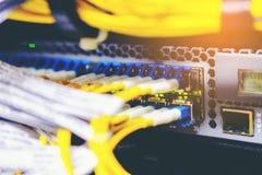 Gör suddig utrustningbakgrund för optisk fiber och korti telecommunic Royaltyfria Foton