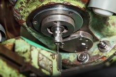Gör tunnare borrar in den gamla malningmaskinen Royaltyfria Bilder